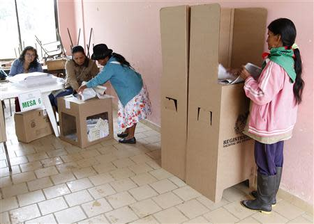 A woman prepares to vote during a congressional election in Toribio in Cauca province March 9, 2014. REUTERS/Jaime Saldarriaga
