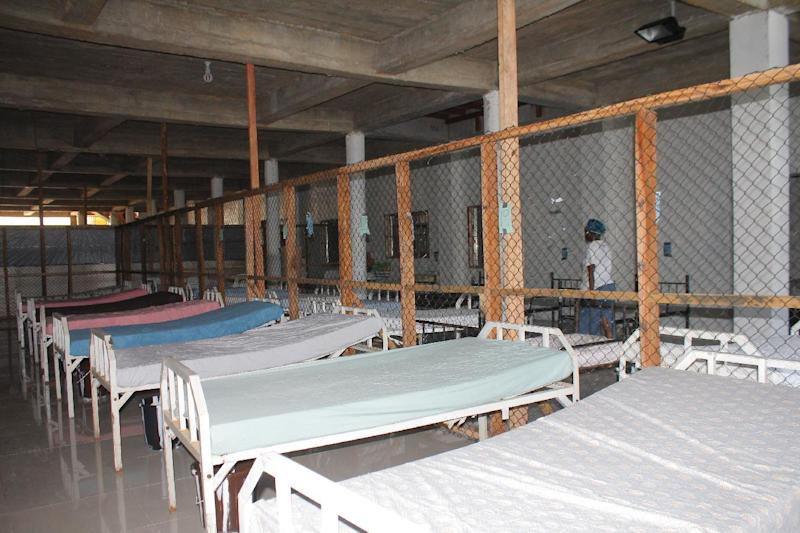"""Beds are prepared for patients at the """"Island Clinic"""", a new Ebola treatment centre in Monrovia, on September 21, 2014 (AFP Photo/Zoom Dosso)"""