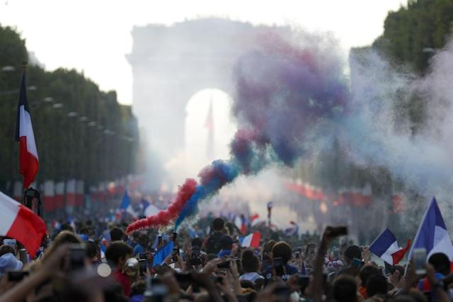 Hundreds of thousands of fans gathered to welcome home the victorious France World Cup team in Paris on Sunday (AFP Photo/Geoffroy VAN DER HASSELT)