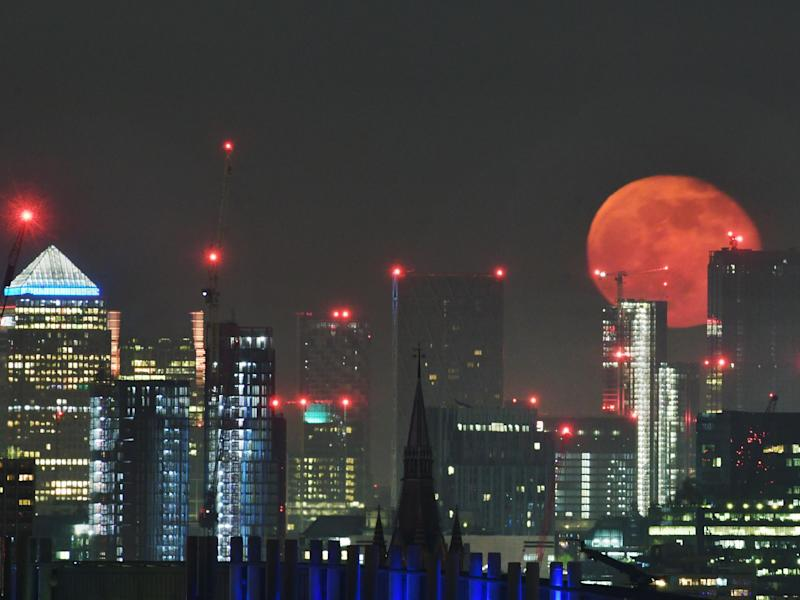 A full moon rising over the sky scrapers of London's Canary Wharf: Getty Images/iStockphoto
