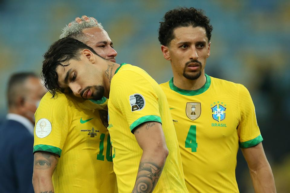 RIO DE JANEIRO, BRAZIL - JULY 10: Neymar Jr. of Brazil is comforted by teammates Marquinhos and Lucas Paqueta after the final of Copa America Brazil 2021 between Brazil and Argentina at Maracana Stadium on July 10, 2021 in Rio de Janeiro, Brazil. (Photo by Alexandre Schneider/Getty Images)