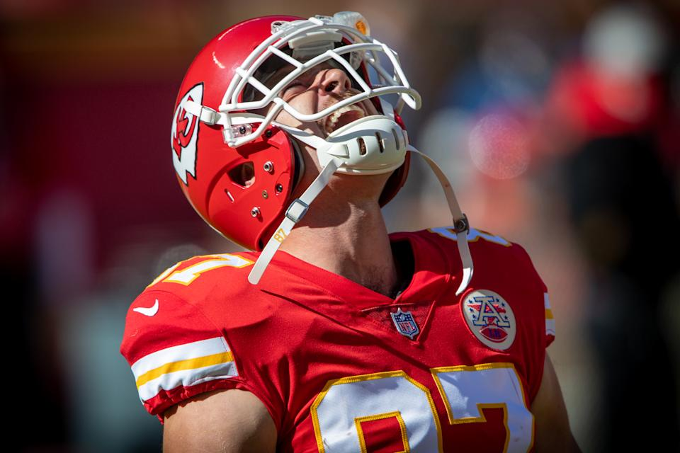 KANSAS CITY, MO - NOVEMBER 01: Kansas City Chiefs tight end Travis Kelce (87) takes the field prior to the game against the New York Jets on November 1, 2020 at Arrowhead Stadium in Kansas City, Missouri. (Photo by William Purnell/Icon Sportswire via Getty Images)