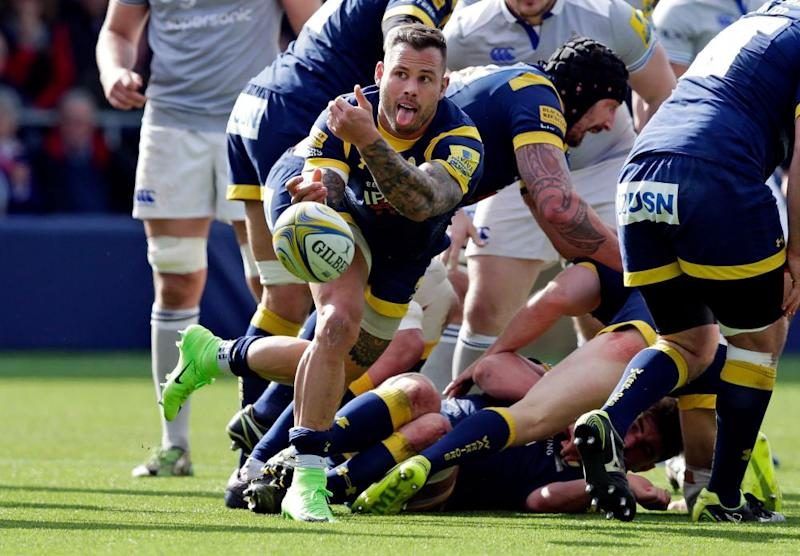 Francois Hougaard spins the ball out wide.