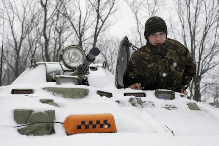 A Ukrainian serviceman looks out from an Armoured Personnel Carrier (APC) at a checkpoint near the town of Svitlodarsk, in the Donetsk region, on February 16, 2015 (AFP Photo/Anatolii Stepanov)