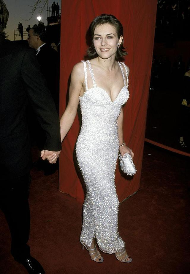Elizabeth Hurley wears Versace to the 67th Academy Awards, 1995. (Photo: Jim Smeal/WireImage)