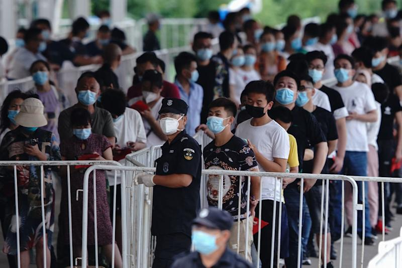 People who have had contact with the Xinfadi Wholesale Market or someone who has, line up for a nucleic acid test for COVID-19 at a testing centre. The authorities in Beijing have begun an operation to contain a potential second wave of coronavirus. Source: Getty