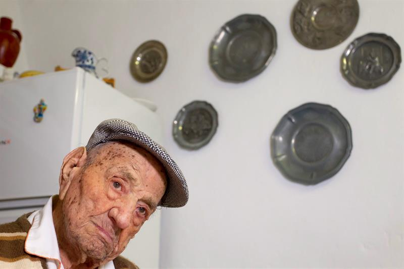 World's oldest man dies just over a month after 113th birthday