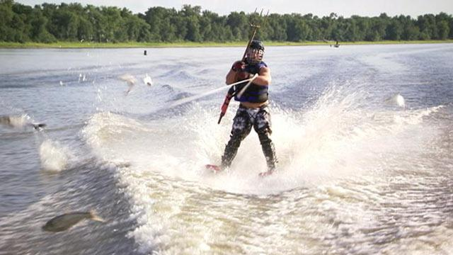 Fish Hunters Use Pitchforks, Water Skis to Hunt Asian Carp