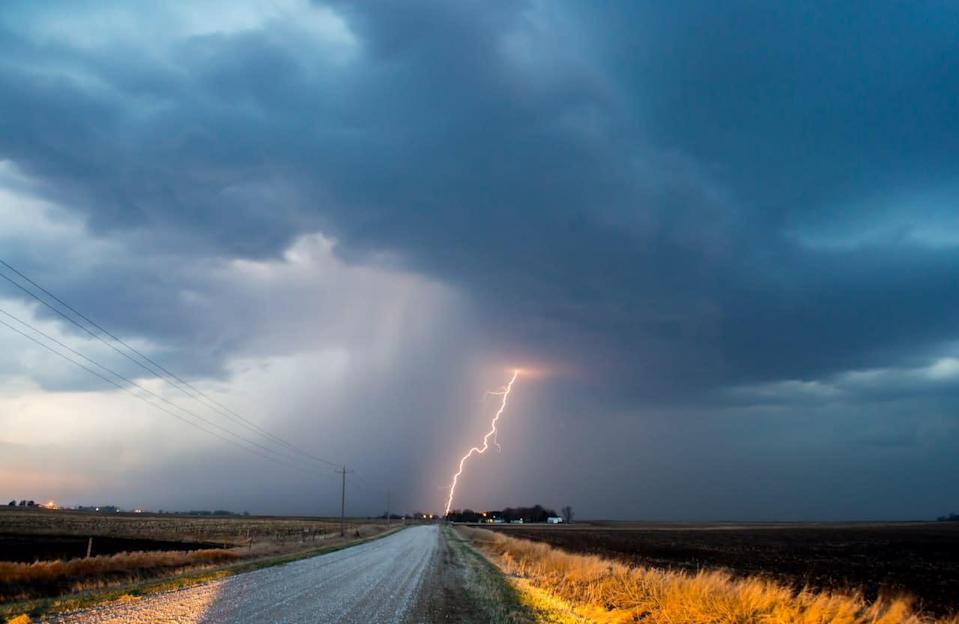 Sporadic thunderstorm threat brings little relief to the dry Prairies