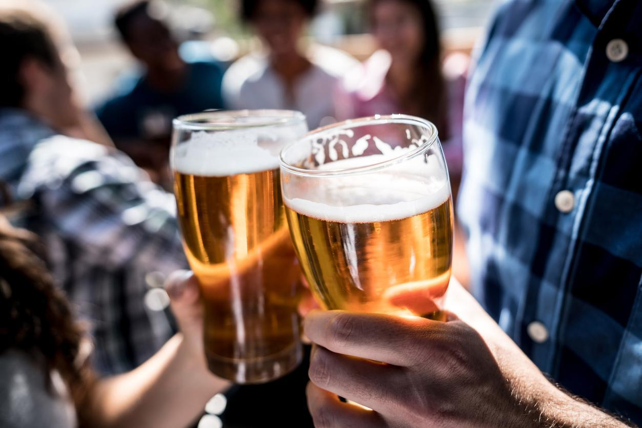 <p>To find the best sports bar in every state, we looked at online reviews from locals and tourists as well as ratings from local and national publications like newspapers and magazines to determine the most beloved watering holes where sports fans of all stripes can gather.</p>