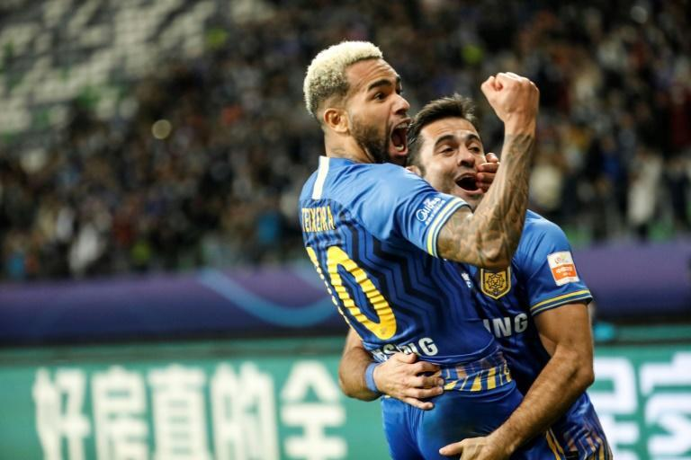 Alex Teixeira was the star as Jiangsu Suning defeated Guangzhou Evergrande to clinch the Chinese Super League title