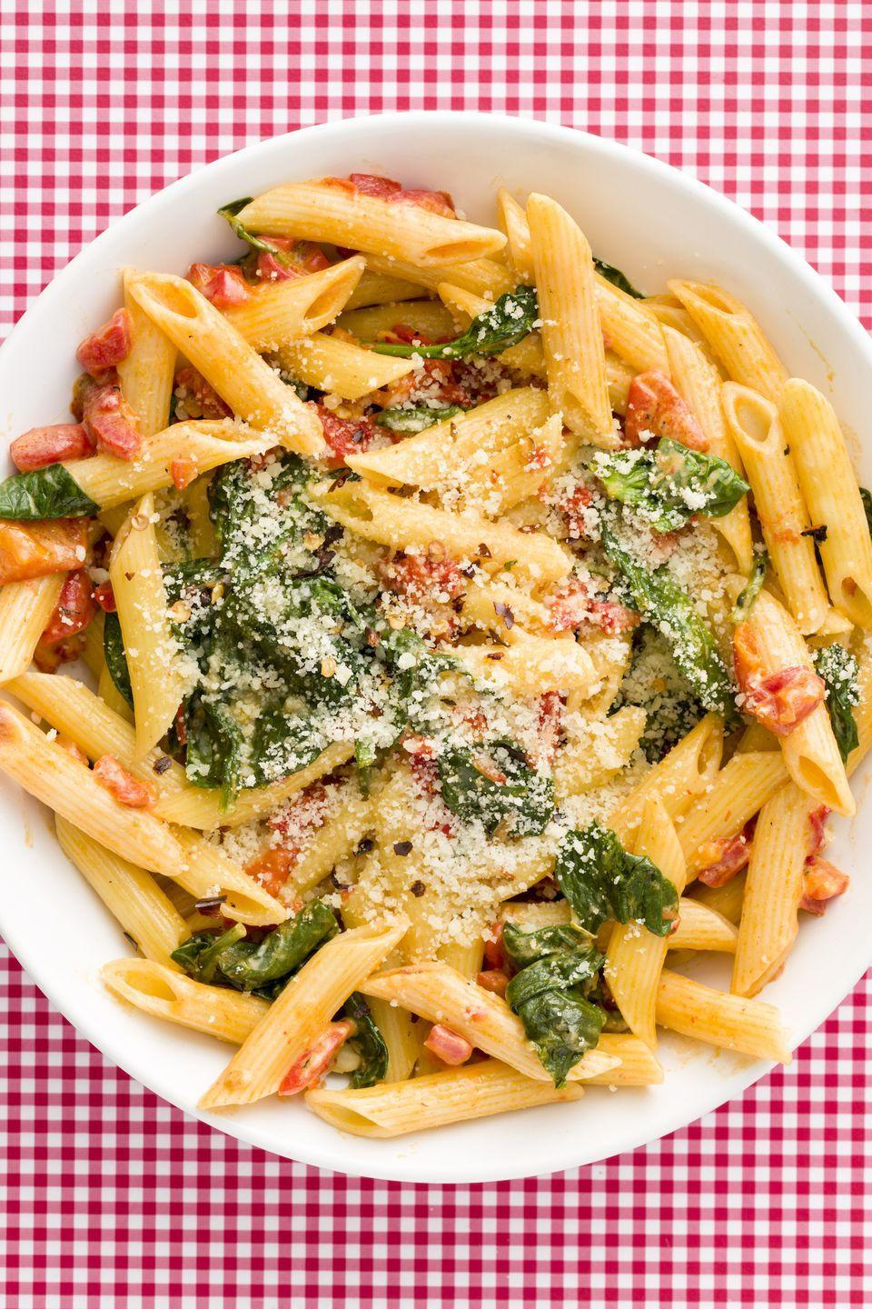 "<p>With a super-light cream sauce, this spinach and roasted red pepper penne is addictive.</p><p>Get the recipe from <a href=""https://www.delish.com/cooking/recipe-ideas/recipes/a46759/creamy-roasted-red-pepper-penne-recipe/"" rel=""nofollow noopener"" target=""_blank"" data-ylk=""slk:Delish"" class=""link rapid-noclick-resp"">Delish</a>.</p>"