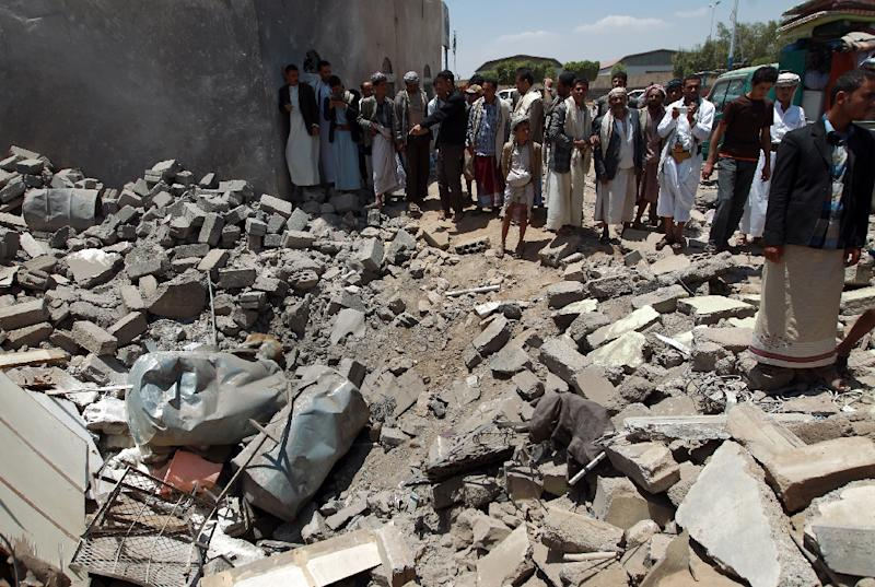 Yemenis gather near the rubble of houses near Sanaa Airport on March 31, 2015 which were destroyed by an air strike as Saudi-led coalition warplanes hit Shiite Huthi militia targets across Yemen overnight (AFP Photo/Mohammed Huwais)
