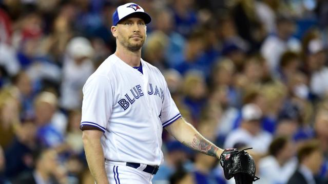 Blue Jays reliever John Axford invites 'couple that clearly broke up' near bullpen for counseling
