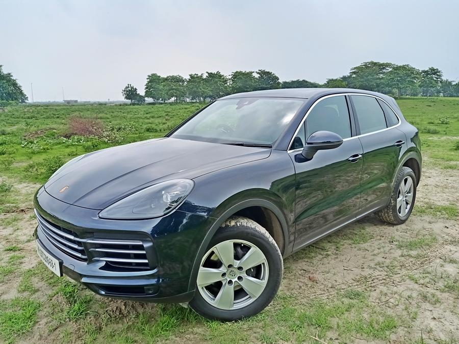 The entry level variant in the Porsche Cayenne range is the best selling one for the brand. It has a 3.0 litre turbo-petrol V6 engine that makes 335hp and 450Nm.