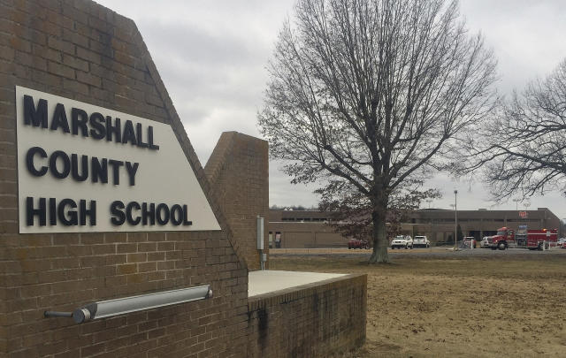 <p>Authorities investigate the scene of fatal school shooting on Jan 23, 2018, in Benton, Ky. Kentucky State Police said the suspect was apprehended by a Marshall County deputy. (Photo: Stephen Lance Dennee) </p>