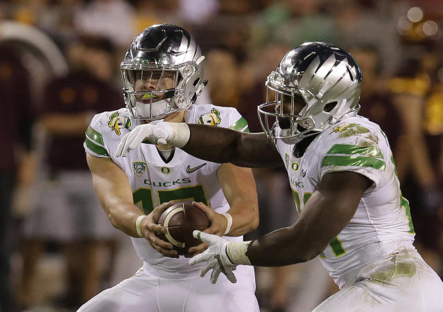 "Oregon quarterback <a class=""link rapid-noclick-resp"" href=""/ncaaf/players/263243/"" data-ylk=""slk:Justin Herbert"">Justin Herbert</a> (10) in the first half during an NCAA college football game against Arizona State, Saturday, Sept. 23, 2017, in Tempe, Ariz. (AP Photo/Rick Scuteri)"