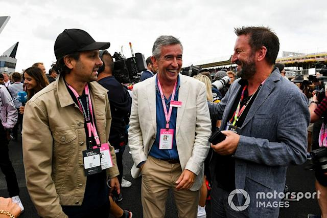 "Los comediantes Steve Coogan y Lee Mack <span class=""copyright"">Mark Sutton / Motorsport Images</span>"