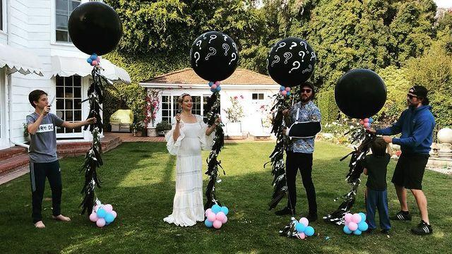 """<p>The actress revealed pregnancy three was to be a girl in this cute balloon-popping video. </p><p><a href=""""https://www.instagram.com/p/BhPKzU8AMhT/?taken-by=katehudson"""" rel=""""nofollow noopener"""" target=""""_blank"""" data-ylk=""""slk:See the original post on Instagram"""" class=""""link rapid-noclick-resp"""">See the original post on Instagram</a></p>"""