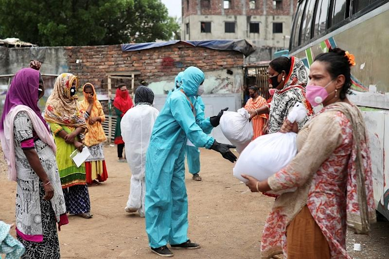 Bangladesh Reopens Offices, Transport Services amid Spike in Coronavirus Cases