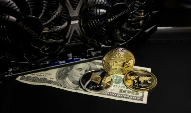 As Bitcoin Plummets, Here Are 3 Cryptos Gaining Today
