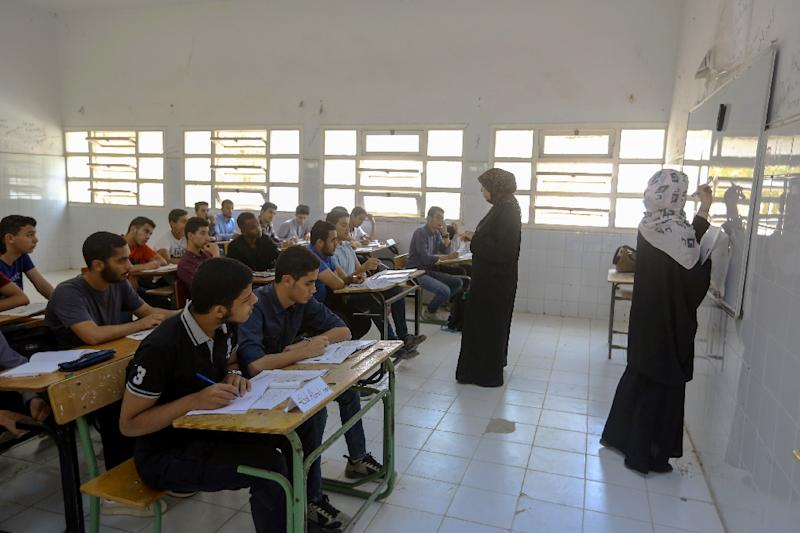 Libyan teachers are giving free lessons to students displaced by the fighting to help them catch up (AFP Photo/Mahmud TURKIA)