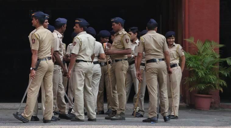 mumbai dig molests girl, mumbai police molests girl, mumbai police, mumbai city news