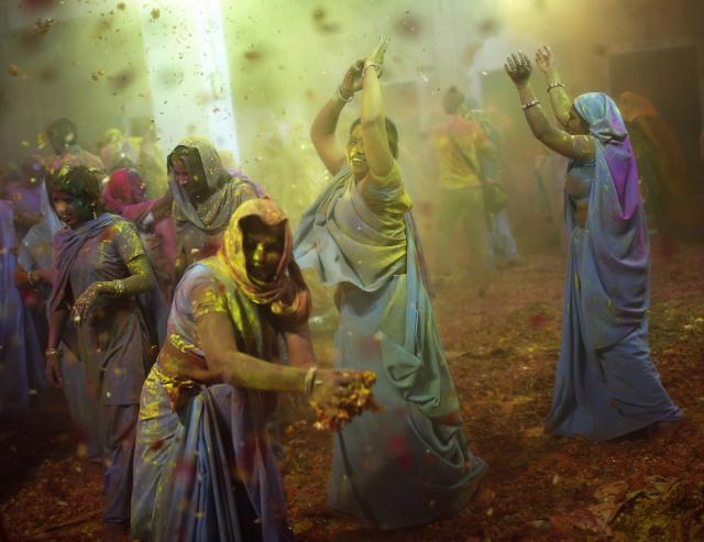 Women, who are former scavengers, dance during the Holi celebrations organised by non-governmental organisation Sulabh International at a widow's ashram in Vrindavan in the northern Indian state of Uttar Pradesh March 14, 2014. Holi, also known as the Festival of Colours, heralds the beginning of spring and is celebrated all over India. REUTERS/Ahmad Masood (INDIA - Tags: SOCIETY RELIGION)