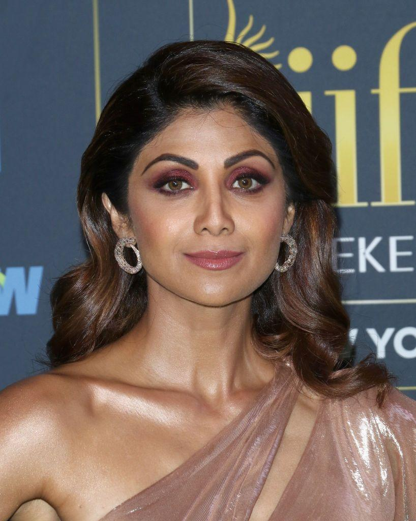 <p>If you want to showcase your eyes in your wedding makeup try a bold liner, full lashes, and colorful eye shadow. Oh, and don't forget a perfectly manicured, full brow to top off your look, like Shilpa Shetty!</p>