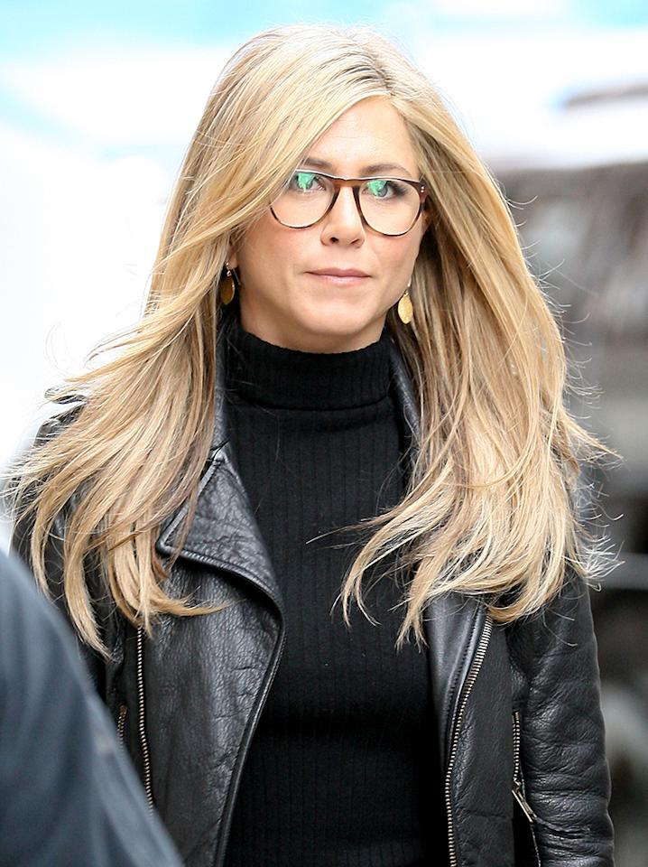 "Jennifer Aniston seen filming scenes for there latest movie "" Wanderlust "" in New York City.