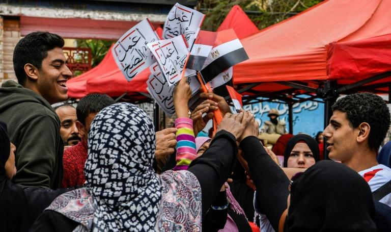 "Banners and streamers calling on Egyptians to ""Do the right thing"" have filled the streets as supporters of additional powers for the president urge voters to turn out and say yes"