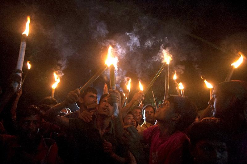 Former Indian enclave residents carry lit torches during a procession at Dasiarchhara, Kurigram in Bangladesh on August 1, 2015 (AFP Photo/Suvra Kanti Das)