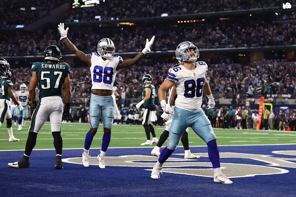 Dalton Schultz (86) of the Dallas Cowboys celebrates his second half touchdown with CeeDee Lamb (88) against the Eagles. (Photo by Tom Pennington/Getty Images)