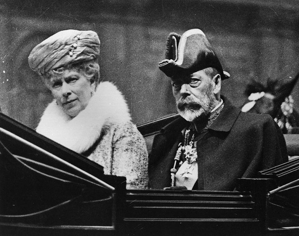<p>King George V and Queen Mary in a carriage on their way to the Knights of St John Ceremony at Westminster Abbey.</p>