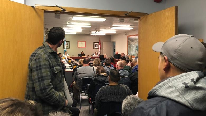 Iqaluit residents speak out on trucked water, sewage services
