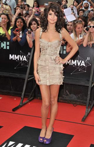 Selena Gomez is the hostess with the mostess in a glamorous champagne-coloured mini dress and amazing purple peep-toe heels. The singer, who just recently left a hospital due to exhaustion, looks more mature than her 18 years in the dress with its shredded layers. We wish she would have posed with her boyfriend Justin Bieber. (George Pimentel/WireImage.com)
