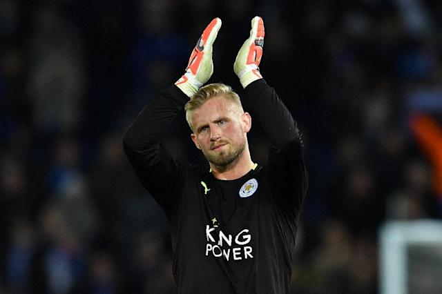 Leicester City's goalkeeper Kasper Schmeichel applauds the fans following the UEFA Champions League quarter-final second leg football match between Leicester City and Club Atletico de Madrid at the King Power stadium in Leicester on April 18, 2017 (AFP Photo/Ben STANSALL)