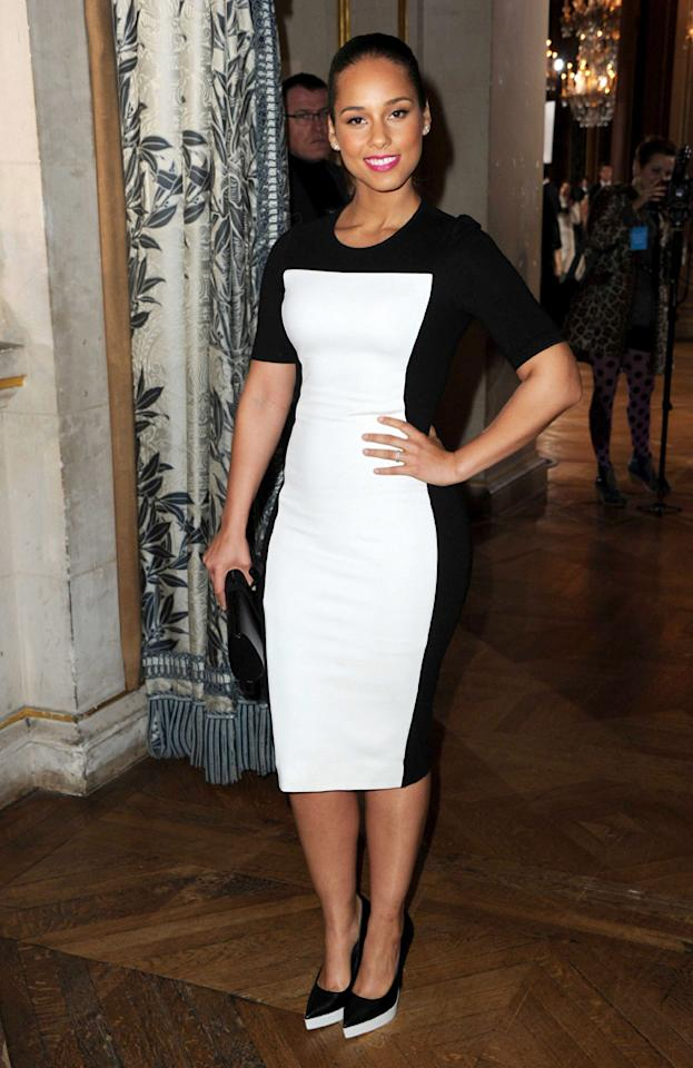 Celebrity fashion: Alicia Keys also adopted the simple monochrome look.