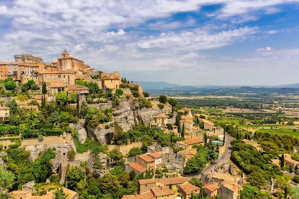 <p>This town can be found on the edge of the Vaucluse plateau, and is comprised of views of the surrounding region of Provence.</p>