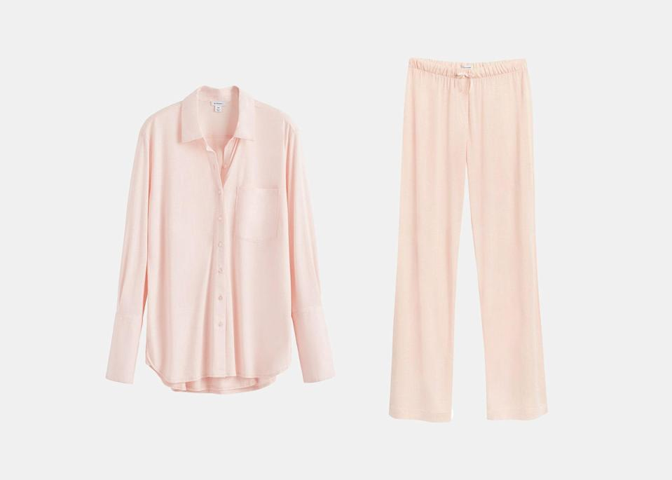 """A good pair of pajamas is always appreciated, especially when it's as soft as this one. Cuyana's sleep set is made of a Peruvian-grown Pima cotton and stretchy modal blend that will feel luxuriously soft against her skin. The button-up's oversized cut and the pant's elastic waist make the outfit extra comfy, too. $50, Cuyana (top). <a href=""""https://www.cuyana.com/clothing/sleepwear-and-lounge/pima-shirt/20042734-680-0XS.html?dwvar_20042734-680-0XS_color=blush"""" rel=""""nofollow noopener"""" target=""""_blank"""" data-ylk=""""slk:Get it now!"""" class=""""link rapid-noclick-resp"""">Get it now!</a>"""