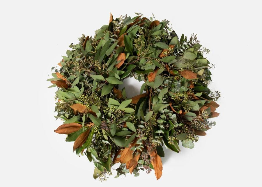 <p>Send your family members this beautiful <span>UrbanStems The Welcome Home</span> ($140) wreath.</p>