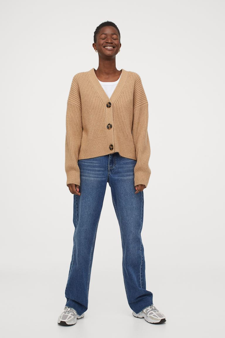 """<br><br><strong>H&M</strong> Rib-Knit Cardigan, $, available at <a href=""""https://go.skimresources.com/?id=30283X879131&url=https%3A%2F%2Fwww2.hm.com%2Fen_us%2Fproductpage.0929662007.html"""" rel=""""nofollow noopener"""" target=""""_blank"""" data-ylk=""""slk:H&M"""" class=""""link rapid-noclick-resp"""">H&M</a>"""