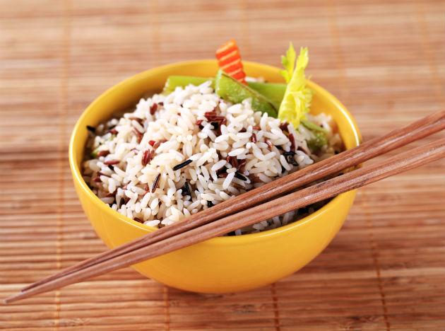 <b>Brown rice:</b> If you want to cleanse your system and boost your health, it is a good idea to cut down on processed foods. Instead, try supplementing your diet with healthier whole grains such as brown rice, which is rich in many key detoxifying nutrients including B vitamins, magnesium, manganese and phosphorous. Brown rice is also high in fibre, which is good for cleansing the colon, and rich in selenium, which can help to protect the liver as well as improving the complexion.