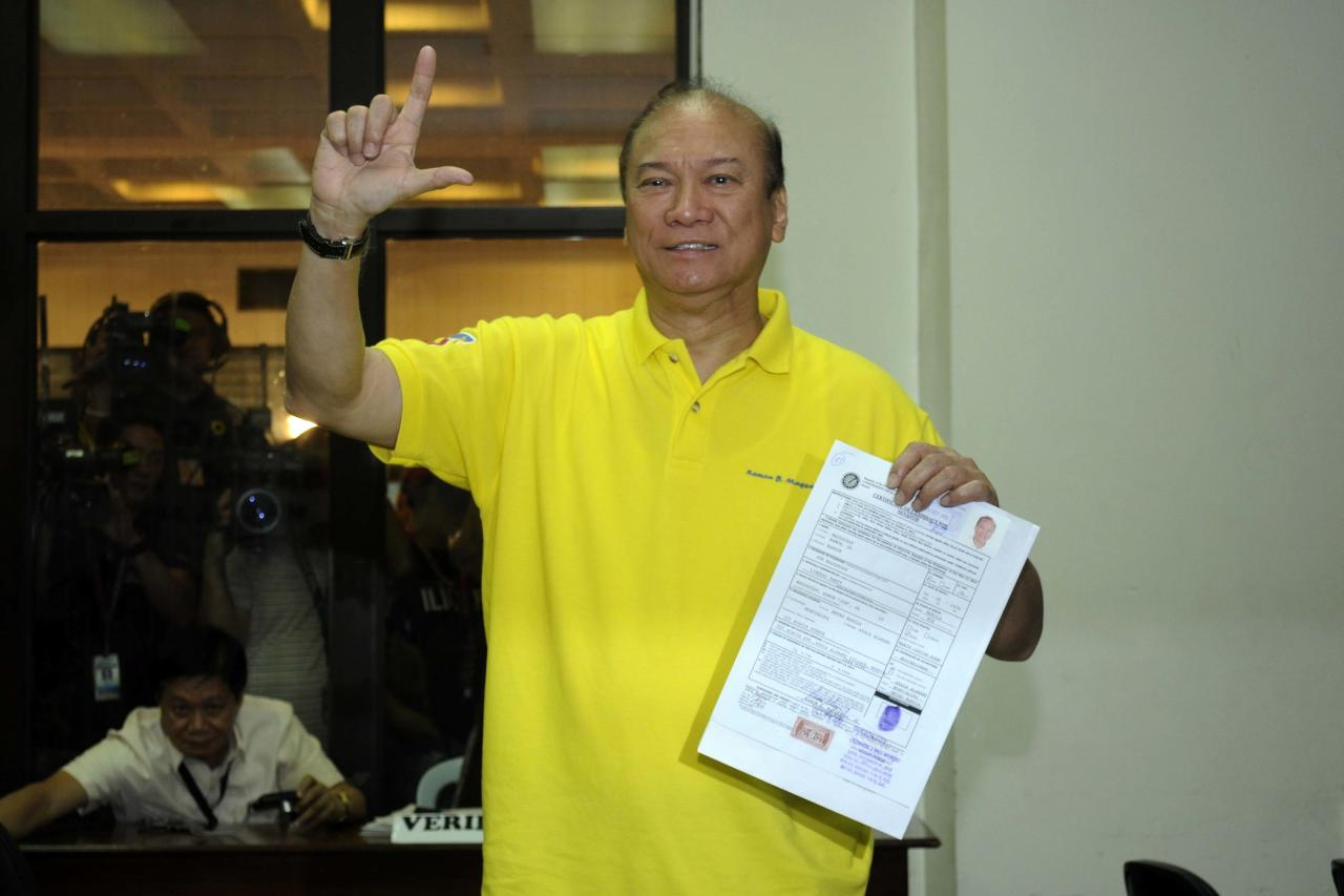 Former Senator Ramon Magsaysay Jr. files his certificate of candidacy at the Commission on Elections office in Intramuros, Manila Oct 5. (Angela Galia, NPPA Images)