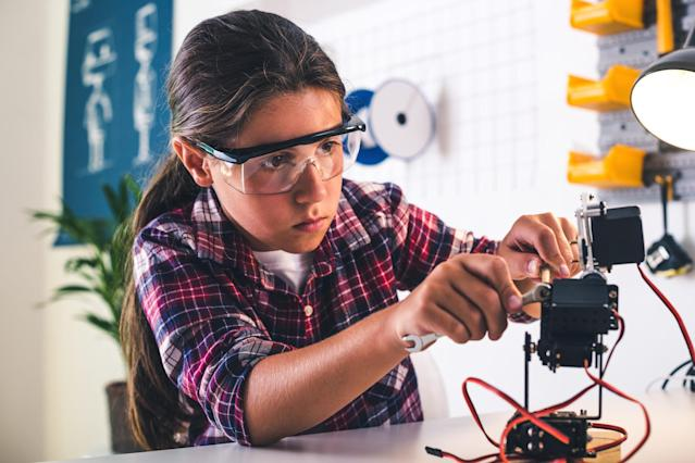 STEM toys are the perfect holiday gift. (Photo: Getty Images)