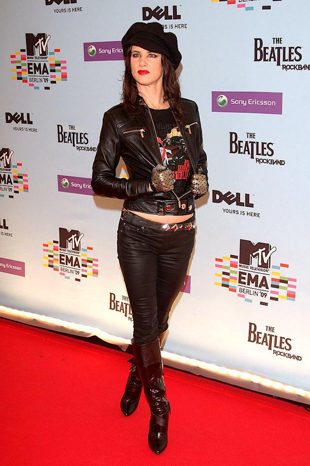"Juliette Lewis struck her best ""rocker"" pose in a leather jacket and gold lame gloves. Venturelli/<a href=""http://www.wireimage.com"" target=""new"">WireImage.com</a> - November 5, 2009"