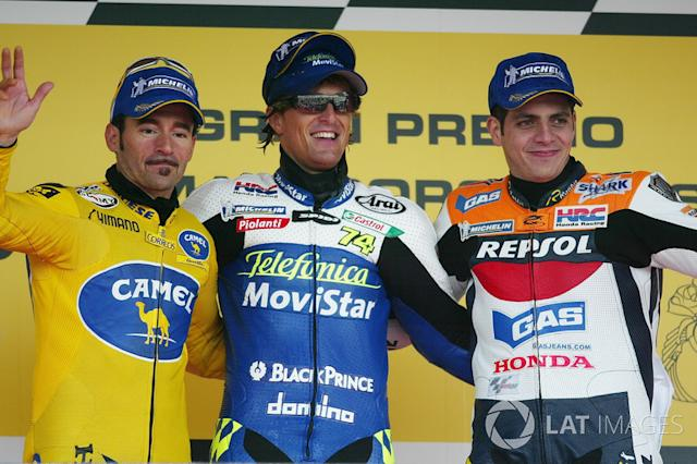 "Podio: 1º Sete Gibernau, 2º Max Biaggi, Honda, 3º Alex Barros <span class=""copyright"">Gold and Goose / Motorsport Images</span>"