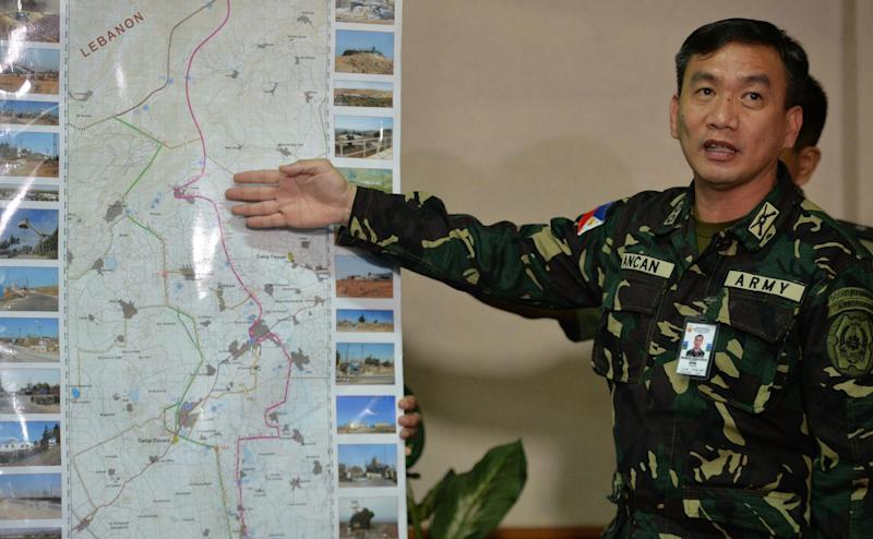 Philippine Colonel, Roberto Ancan, points to a map of the Golan Heights where Philippine UN peacekeepers are in a stand-off with Syrian rebels, during a press conference in Manila, on August 29, 2014 (AFP Photo/Ted Aljibe)