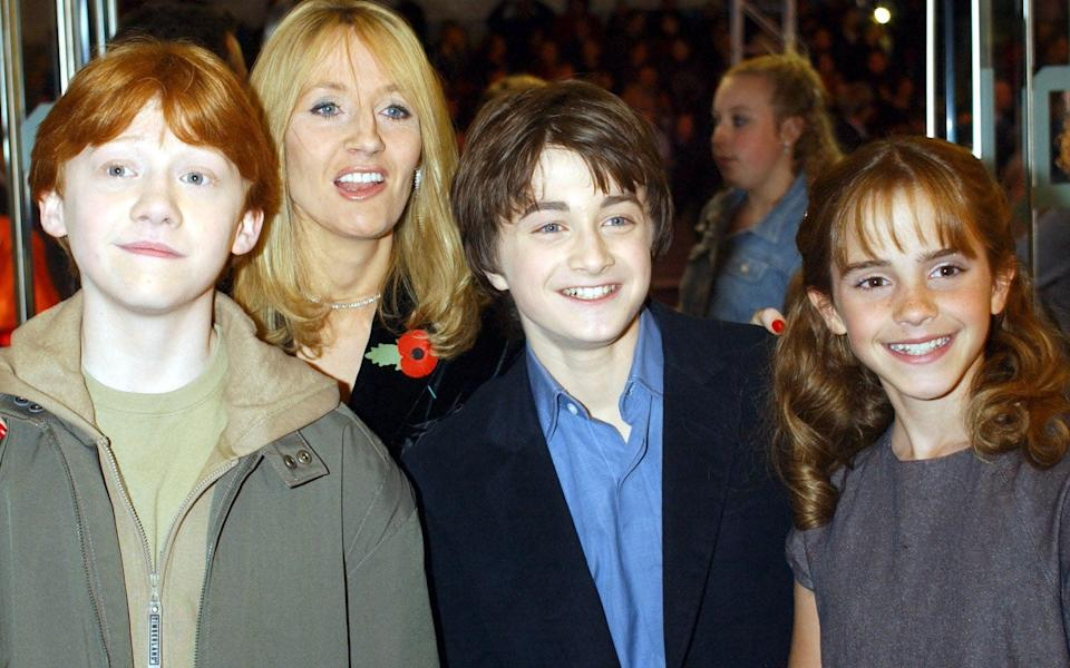 JK Rowling with the Harry Potter cast in 2001