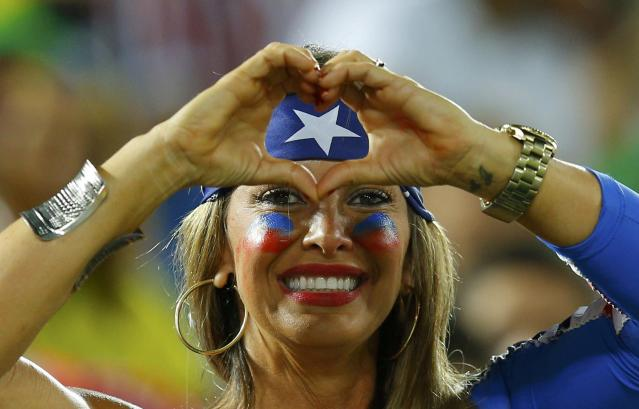 A U.S.A fan poses at half time at the 2014 World Cup Group G soccer match between Ghana and the U.S. at the Dunas arena in Natal June 16, 2014. REUTERS/Brian Snyder (BRAZIL - Tags: SOCCER SPORT WORLD CUP)